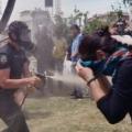Група протестуючих намагається врятувати парк в стамбулі