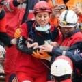 Турецькі рятувальники витягли з-під завалів двотижневу дівчинку